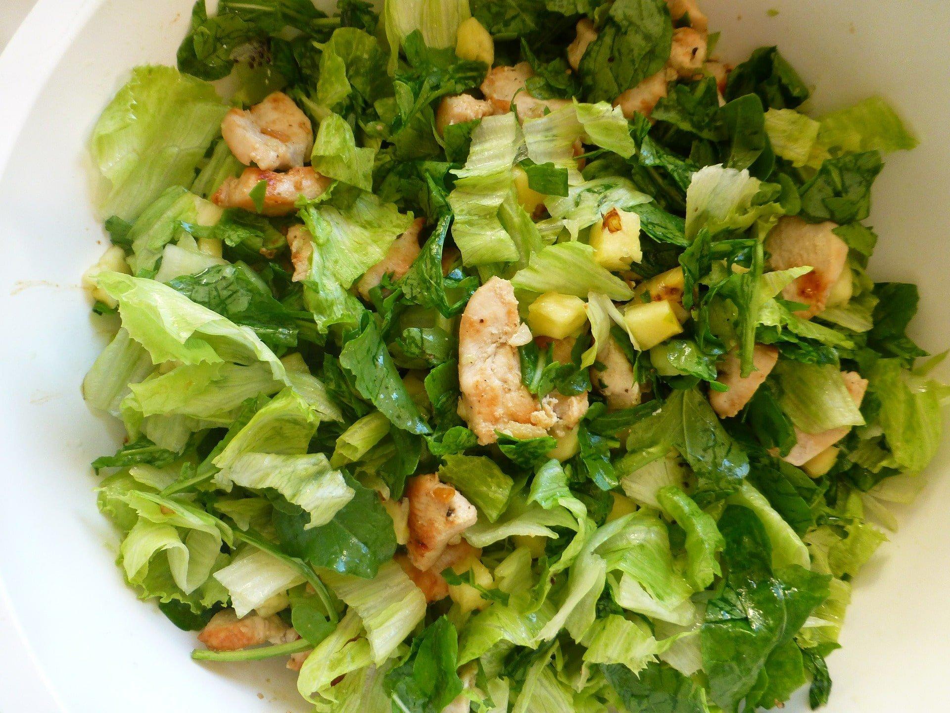 Salat mit Pouletstückchen