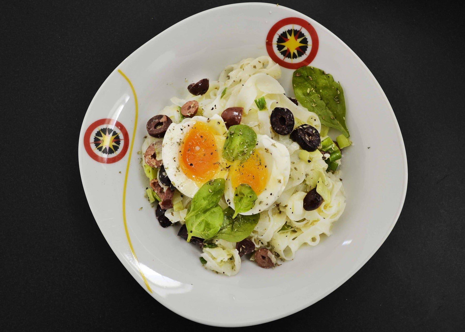 Fettuccine mit Ei und Parmesan