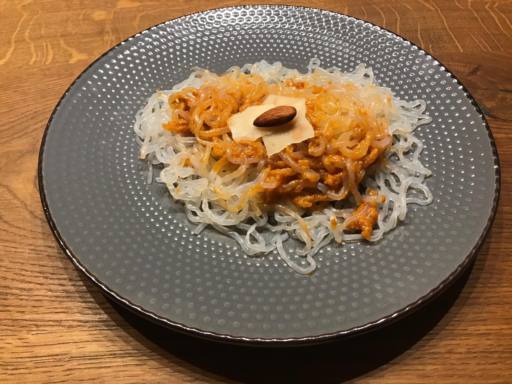Vegane Mandel-Bolognese mit Shirataki-Spaghetti