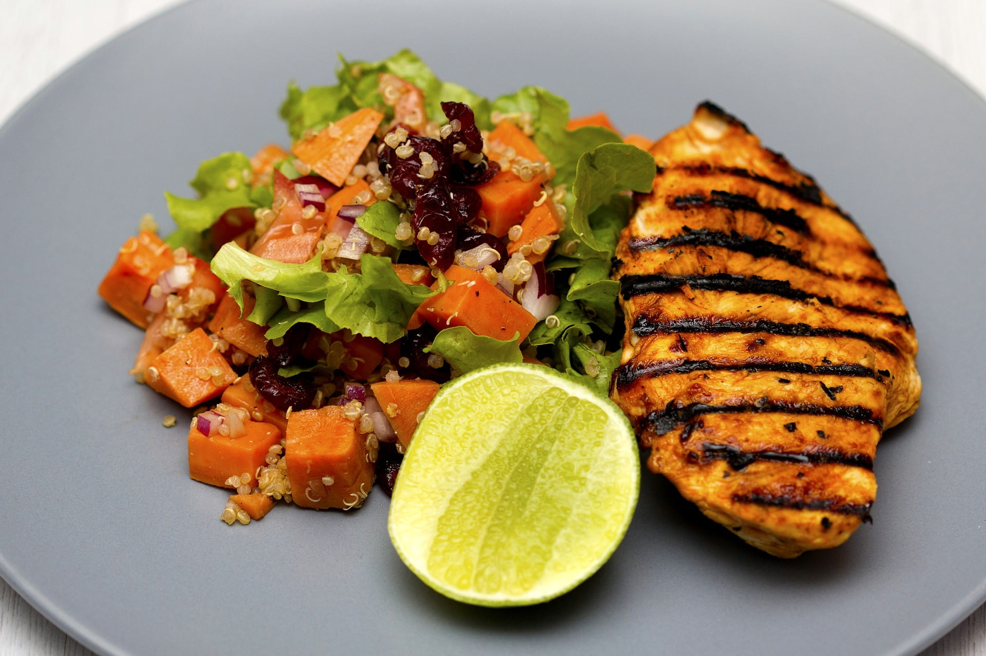 Quinoa-Kürbis-Salat mit Hänchenbrust