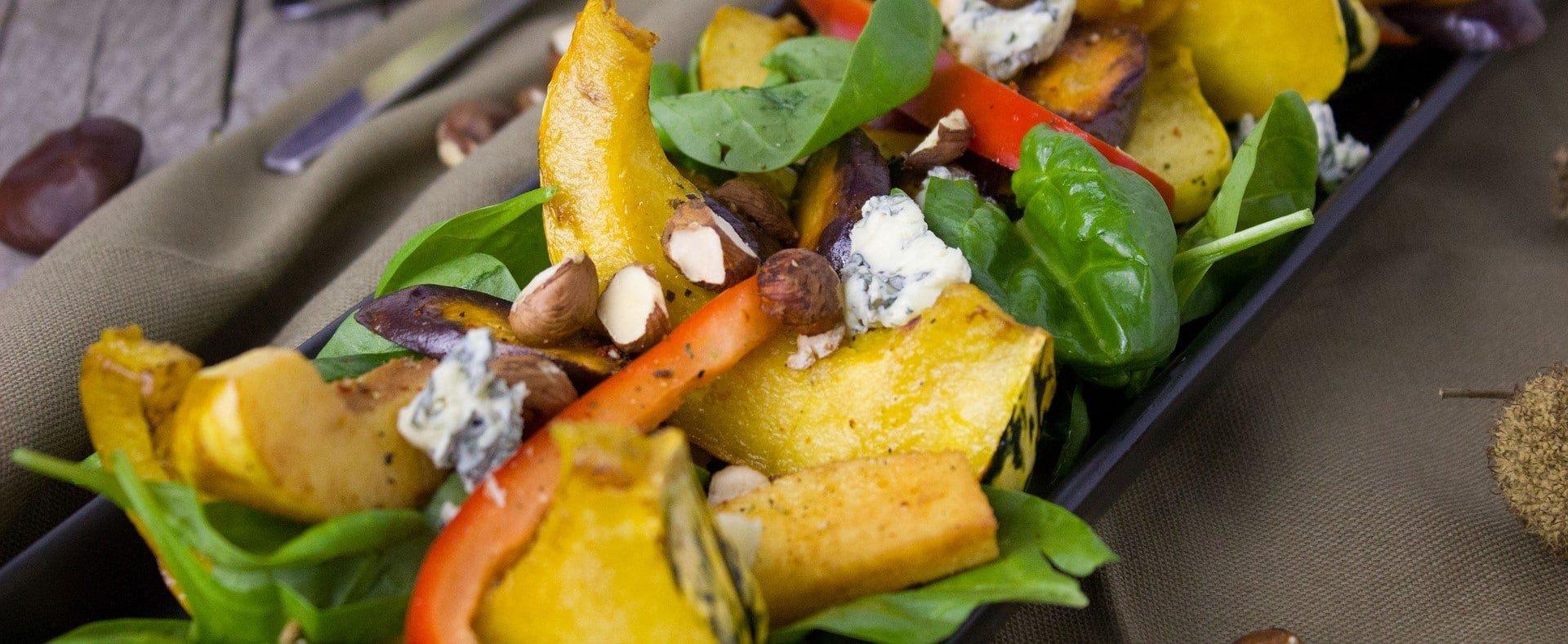 Kürbissalat mti Spinat, Gorgonzola und Haselnüssen