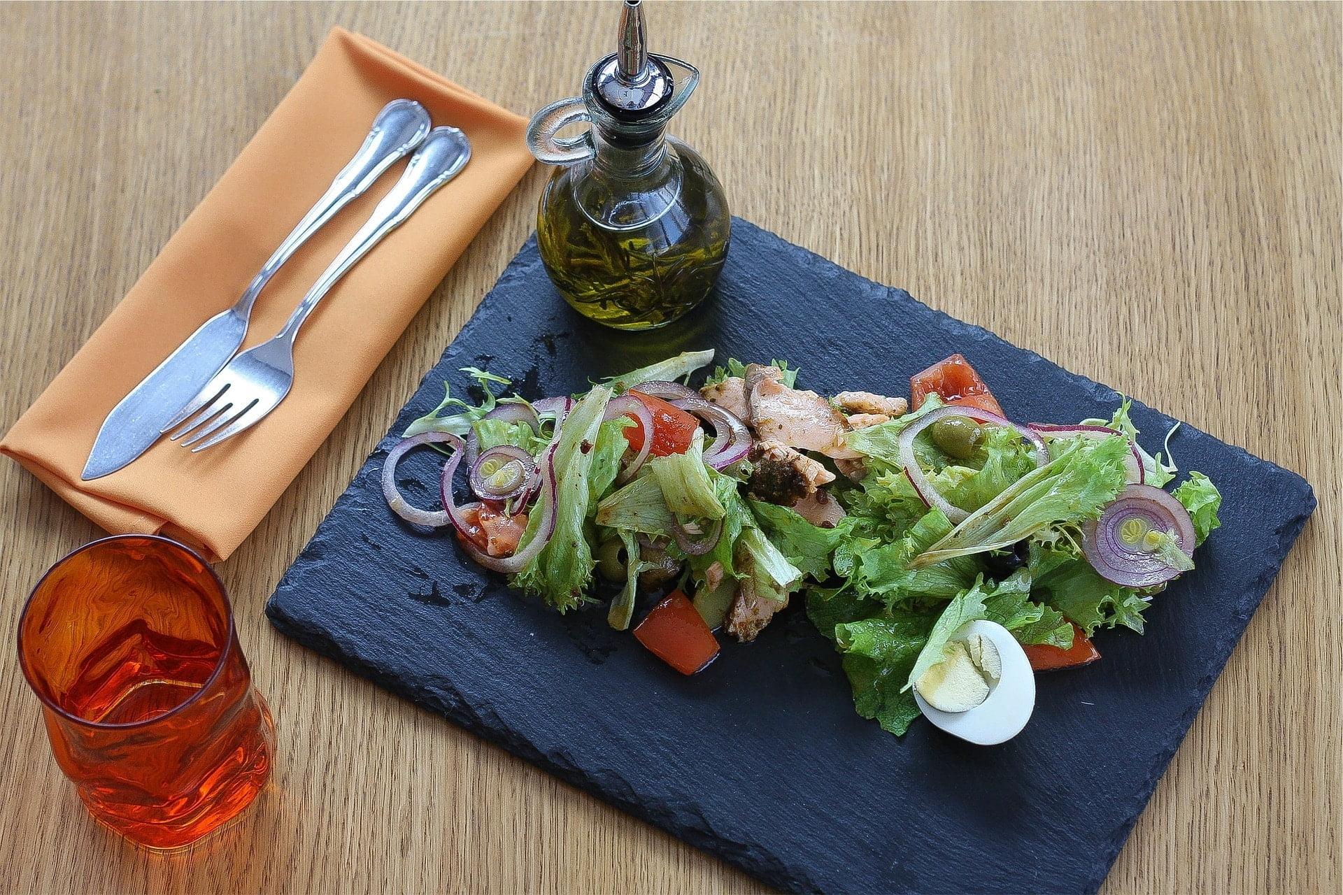 Lollo Bionda Salat mit Thunfisch und Oliven