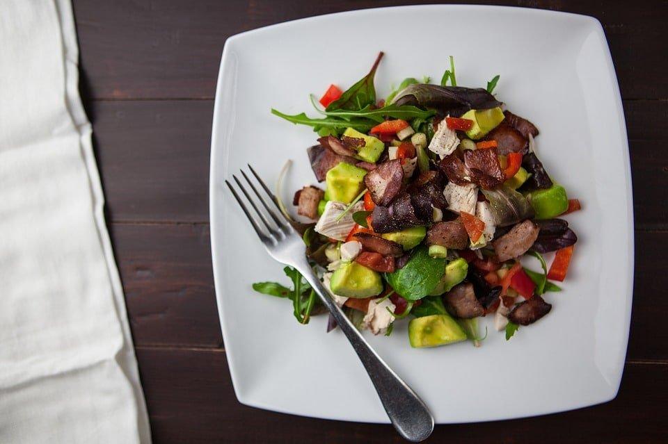 Avocado- Bacon Salat