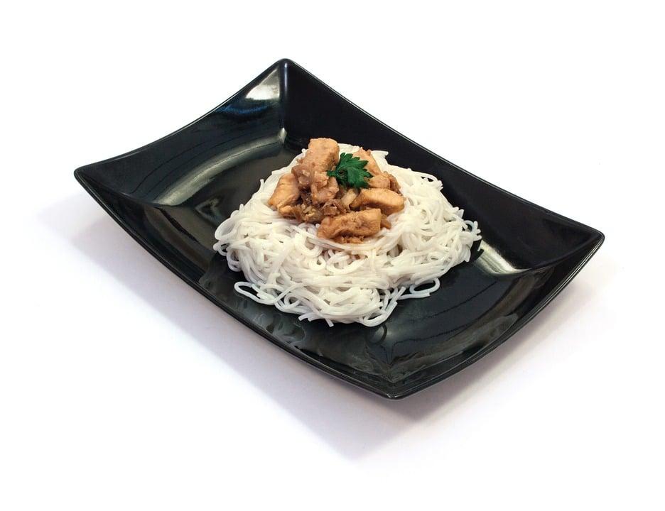 Shirataki Nudeln mit saftiger Pouletbrust
