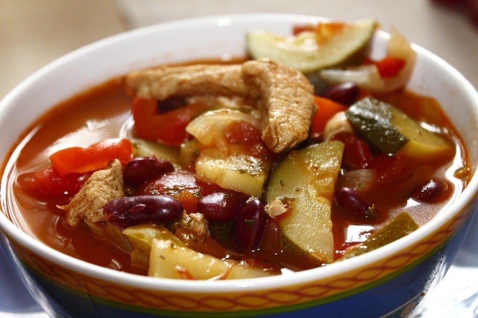 Scharfe Suppe mit Schweinefleisch