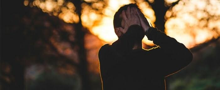 Viele Menschen leiden unter alltäglichem Stress und versuchen ihn durch Emotionales Essen verschwinden zu lassen.